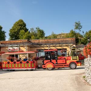 Rocki Express parkt vor der Zechnerin
